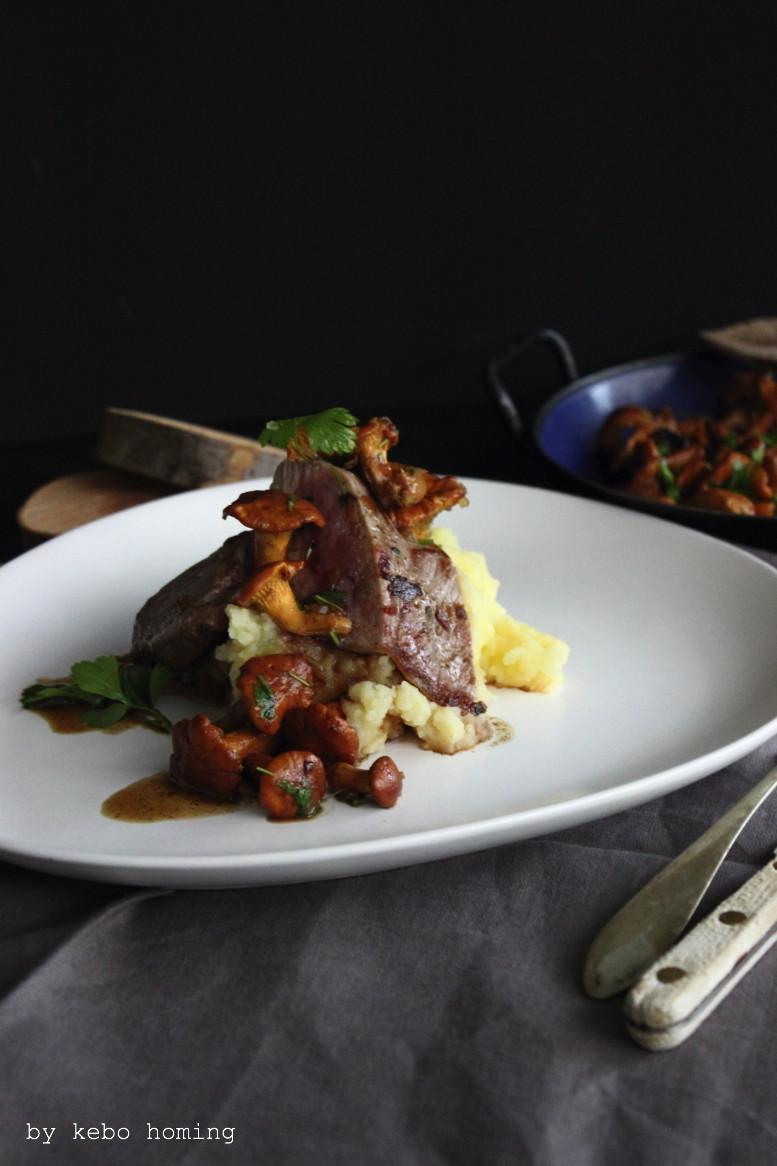 Rumpsteak mit frischen Pfifferlingen Sauce, Kartoffelpüree, Rezept bei dem Südtiroler Food- und Lifestyleblog kebo homing, foodstyling & photography