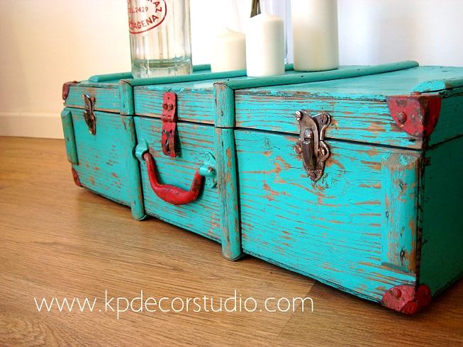 caja vintage de madera de los aos y maletas originales