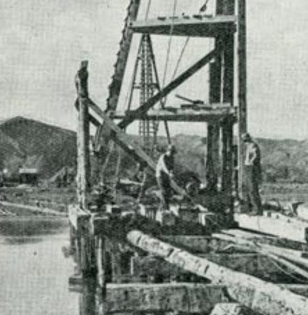 Construction of rail bridge on Waipaoa River