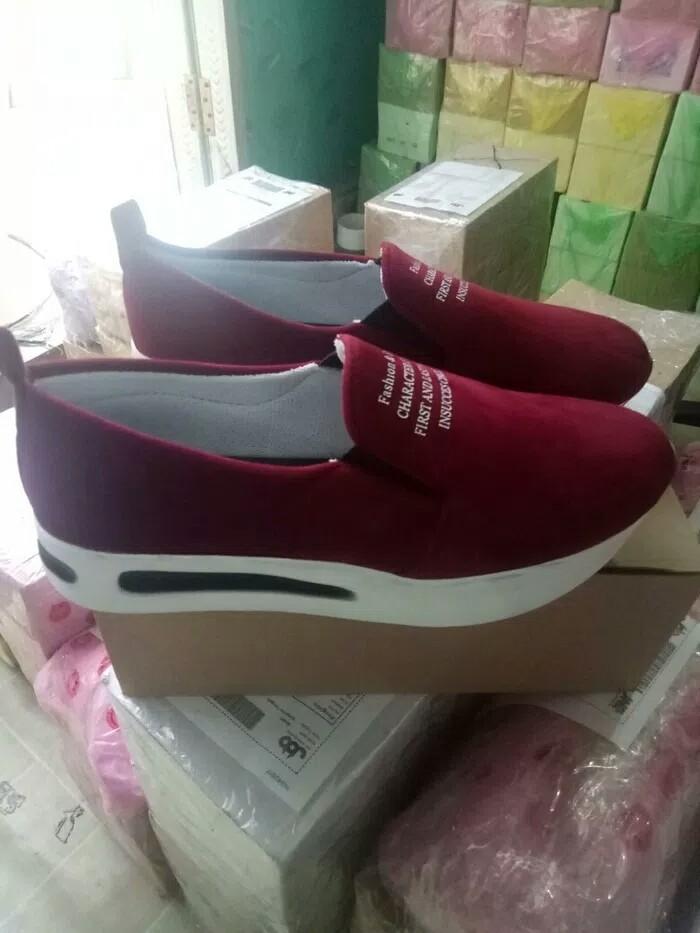 Sepatu Slip On Wanita  PALING DICARI 8a2bf5486f