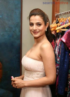 Bollywood actress photos ameesha patel wallpaper for Amisha indian cuisine
