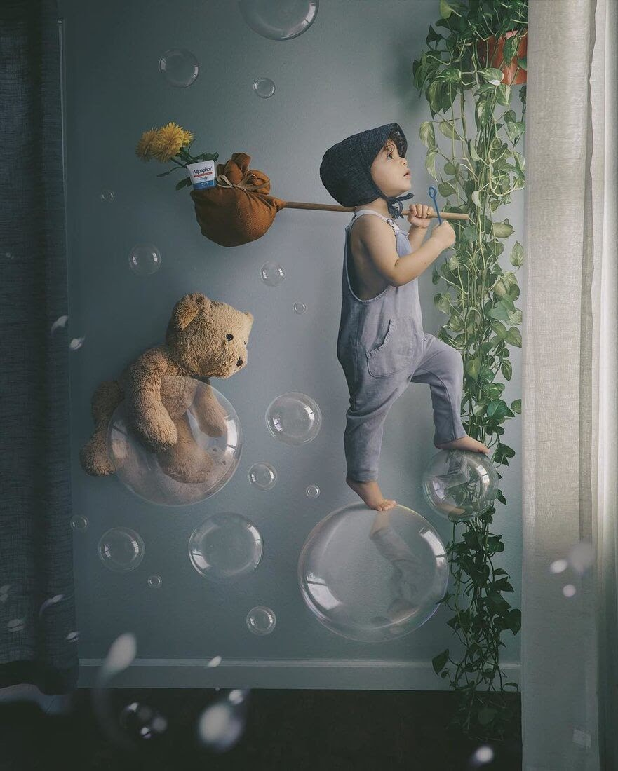 07-Indie-and-Beary-Vanessa-Family-Photos-Surreal-Worlds-www-designstack-co