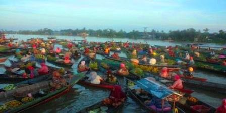 Pasar Terapung (Muara Kuin)
