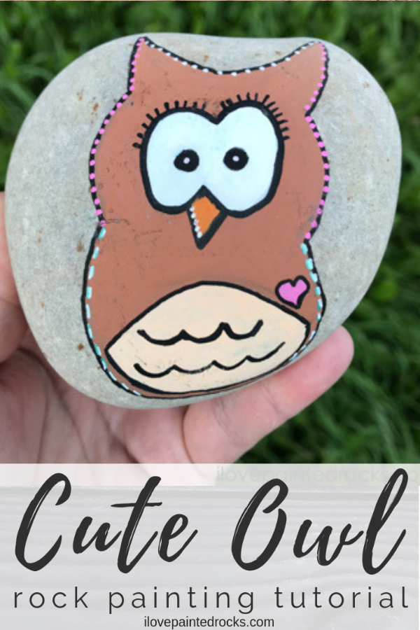 This is the perfect easy owl painted rock idea. This painted stone is perfect for kids and is easy to do with Posca pens. #ilovepaintedrocks #rockpainting #paintedrock #owl #howtopaint #howtodraw #rockcraft