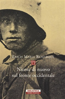 Niente di nuovo sul fronte occidentale - Erich Maria Remarque {Recensione no-spoiler} felice con un libro