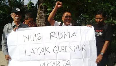 Warga Surabaya pendukung Risma