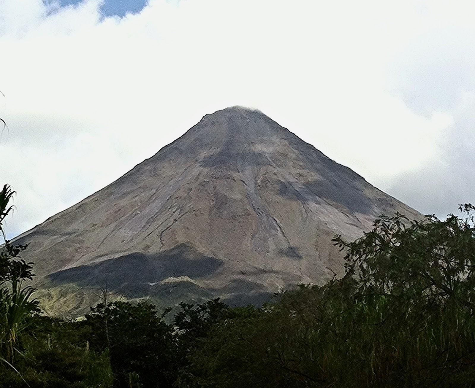 Vulkan Arenal in Costa Rica wolkenfrei