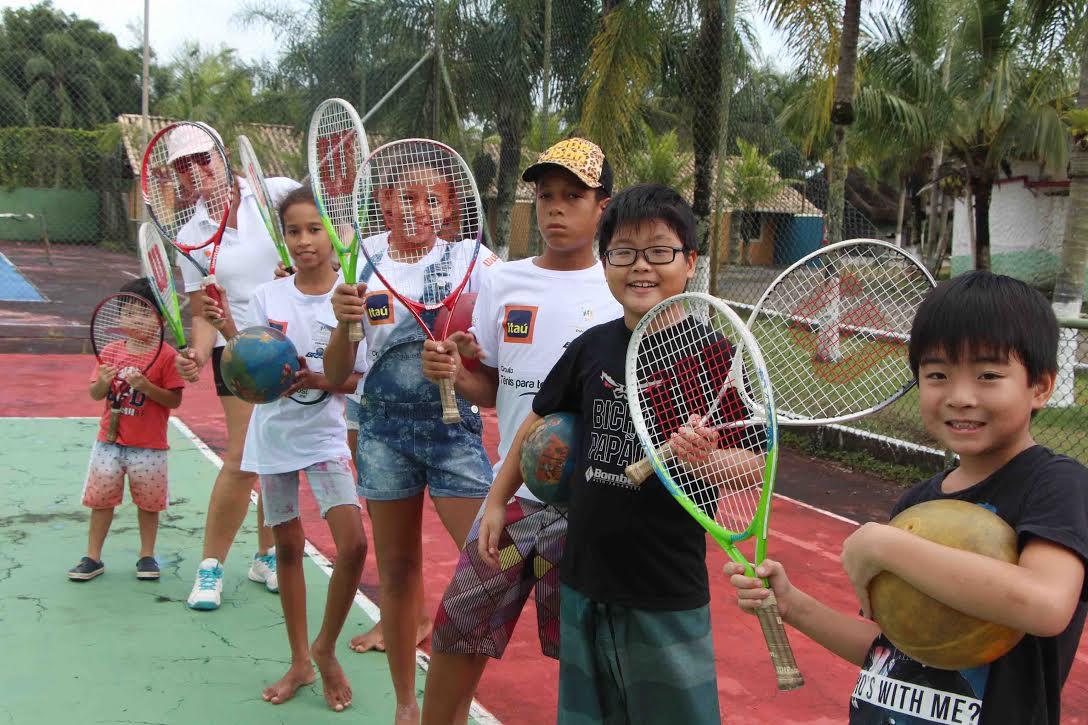 Circuito Tenis : Circuito tênis percorreu as escolas da ilha comprida o