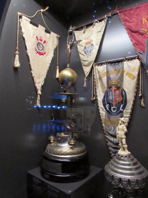 Troféus e flamulas do Museu do FC Porto
