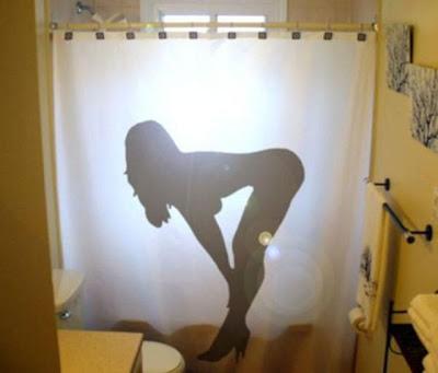 Cortina de baño de silueta de mujer sexy.