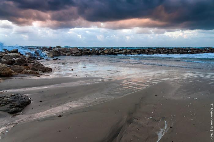 Tel Aviv Sunset Storm 011a Hilton Beach: The Storming Sea Tel Aviv Photos Art Images Pictures TLVSpot.com