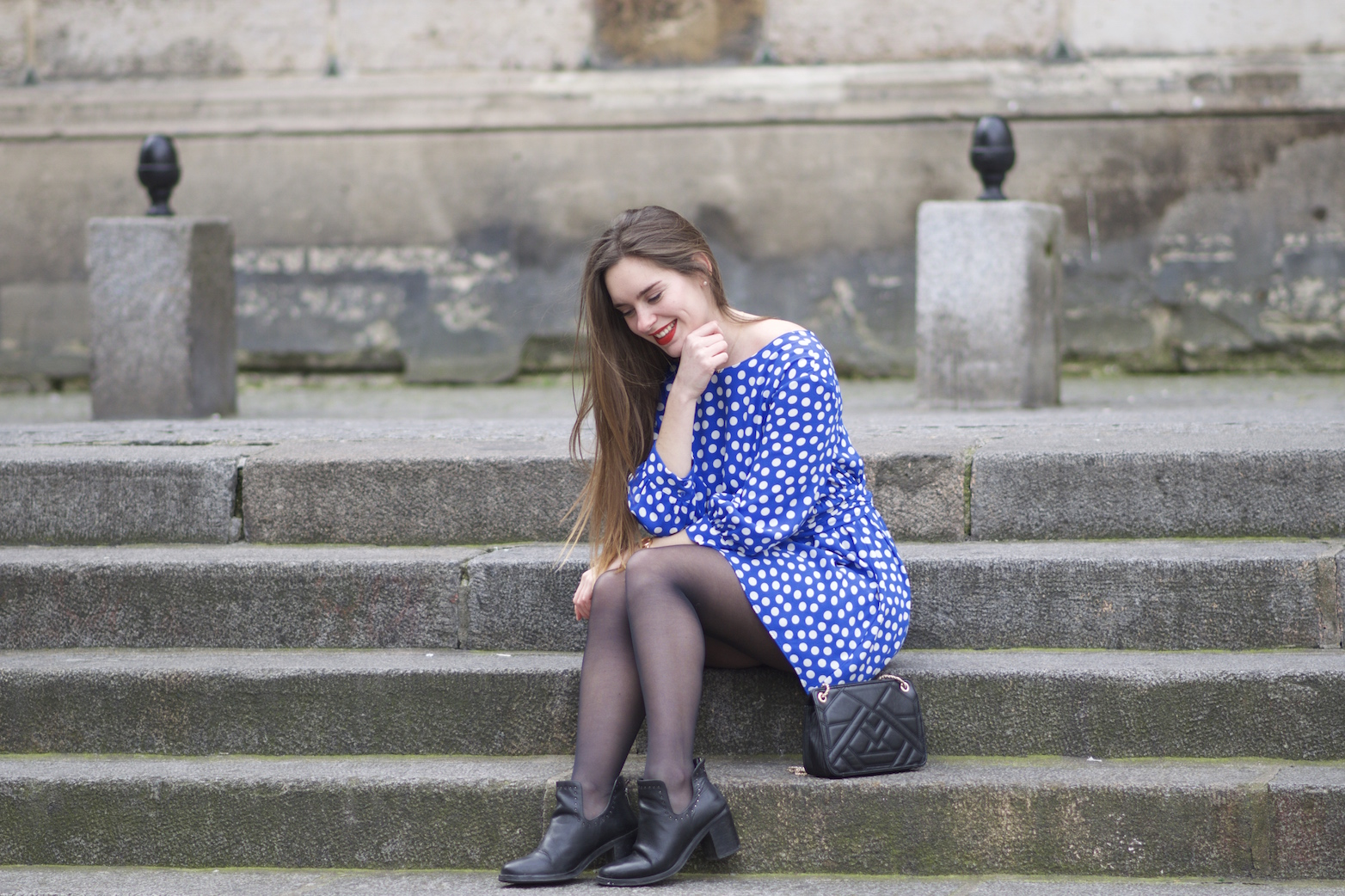 robe bleue à pois Zara6