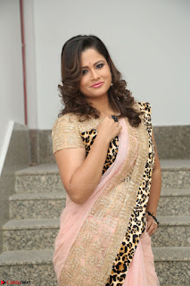 Shilpa Chakravarthy in Lovely Designer Pink Saree with Cat Print Pallu 031.JPG