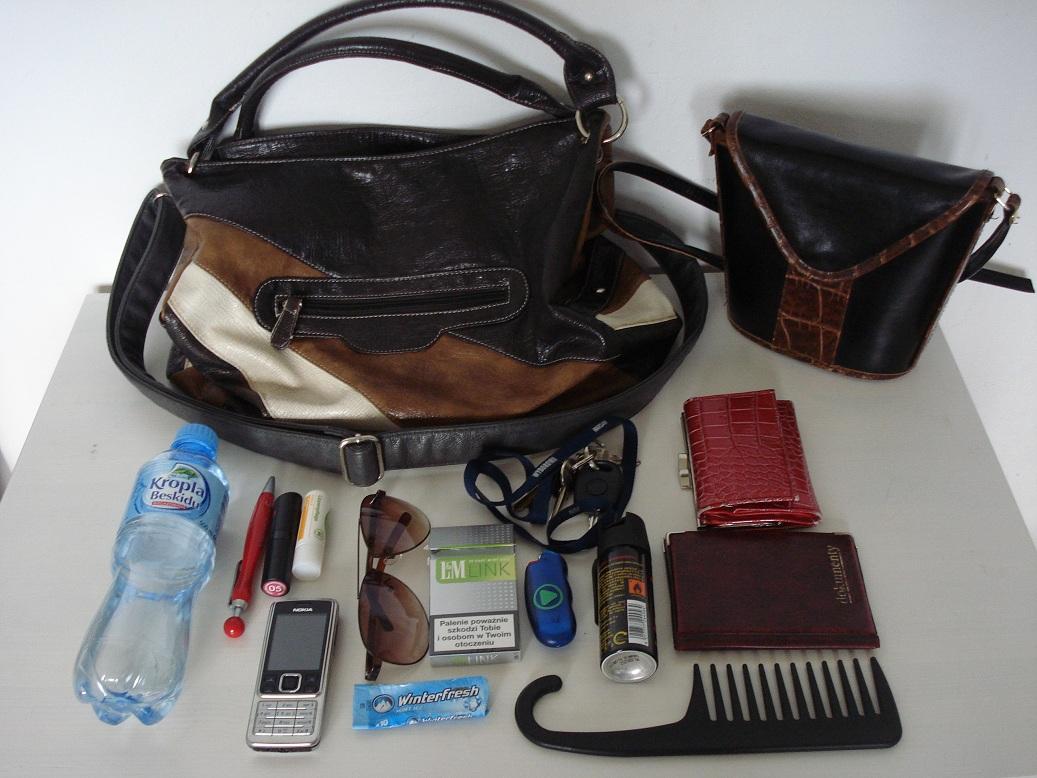 dc8bee46a76f1 Powyżej widzicie moje 2 torebki, które obecnie noszę najczęściej. Tę  mniejszą biorę wtedy, kiedy wychodzę z domu na krótko, oczywiście wtedy nie  biorę ze ...