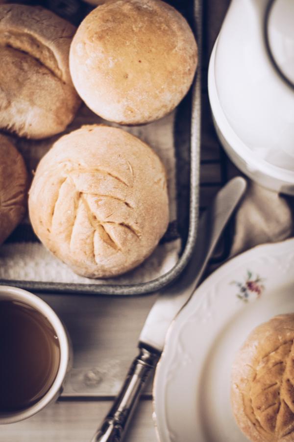 Einfaches Rezept für Brötchen: Kürbis-Brötchen zum Frühstückoder Brunch. Titatoni.de