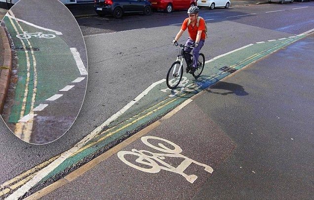 A MENOR CICLOVIA DO MUNDO - THE SMALLEST CYCLING LANE IN THE WORLD - EXETER -DEVON - UK