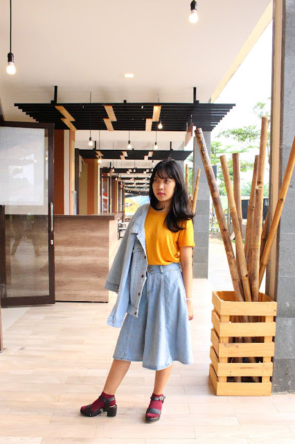 yellow denim outfit