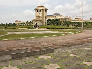 Foto 9: Dataran Mahkota - kelihatan kubah masjid