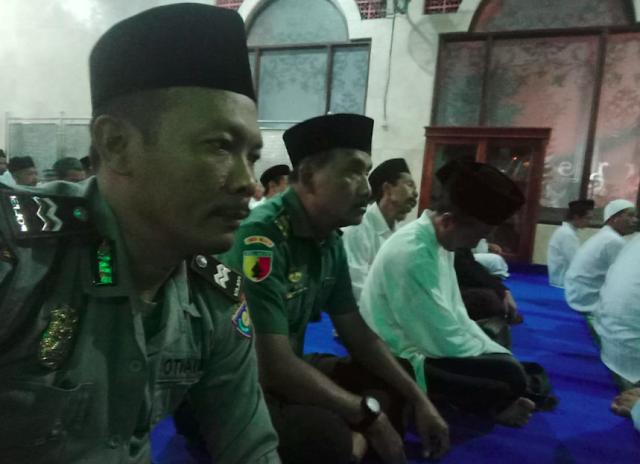 Kanit Binmas Polsek Karangrejo AIPTU MUJIANTO, S. H. bersama dengan Babinsa menghadiri pengajian