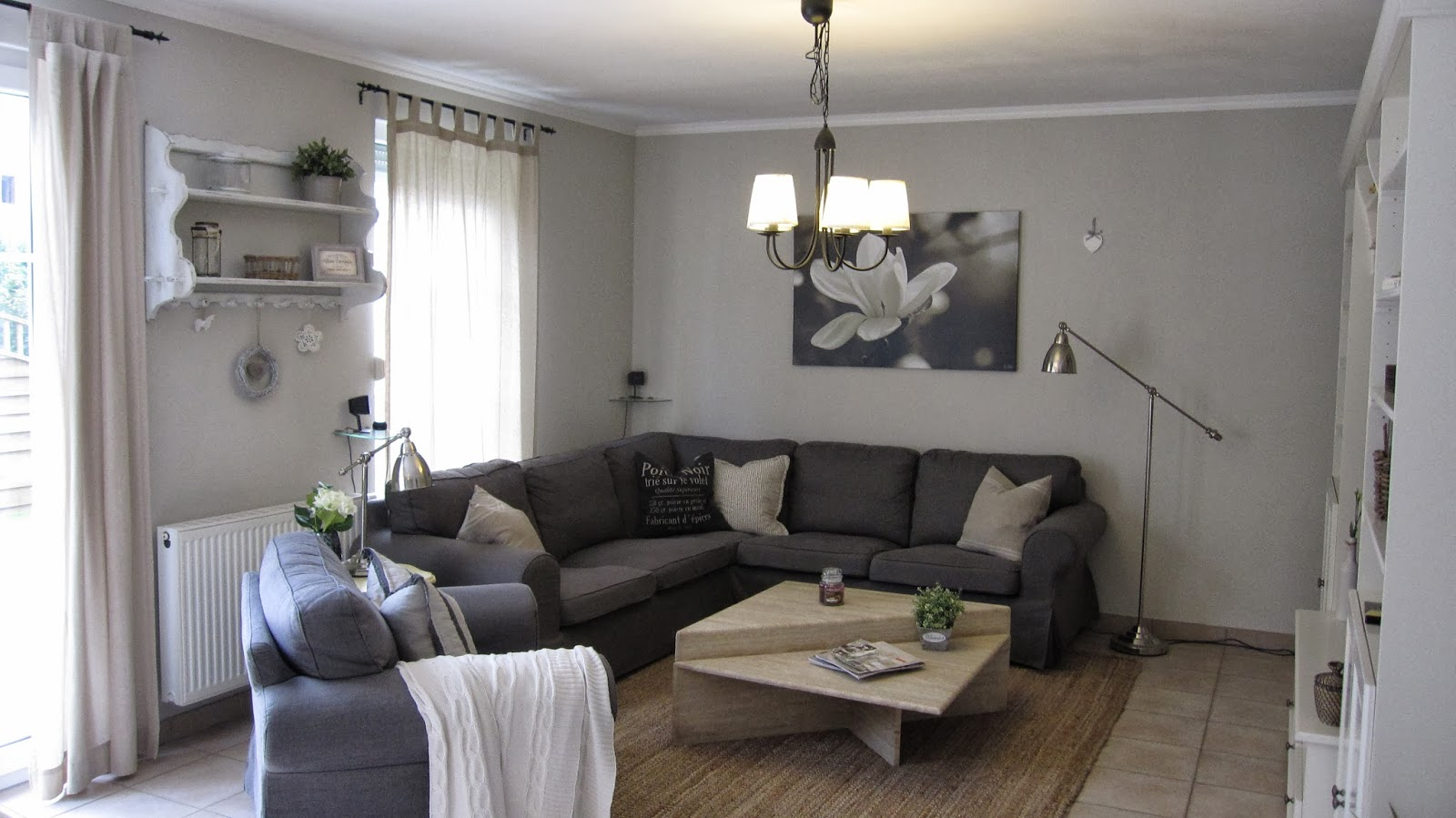 kleines gelbes haus irgendwas ist anders. Black Bedroom Furniture Sets. Home Design Ideas