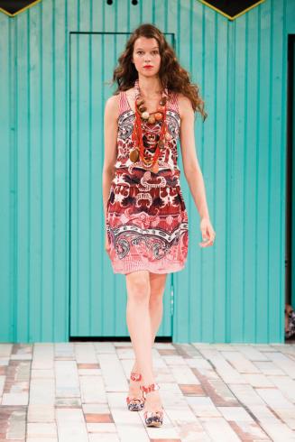 El nuevo catalogo de ropa Desigual muestra una colección hermosa 797df08f31c8
