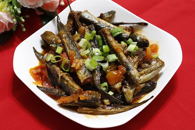 Cá kèo sốt cà chua là món ăn rất đơn giản