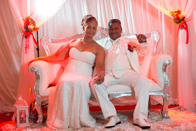 golf village mariage saint françois guadeloupe mariés dans sofa