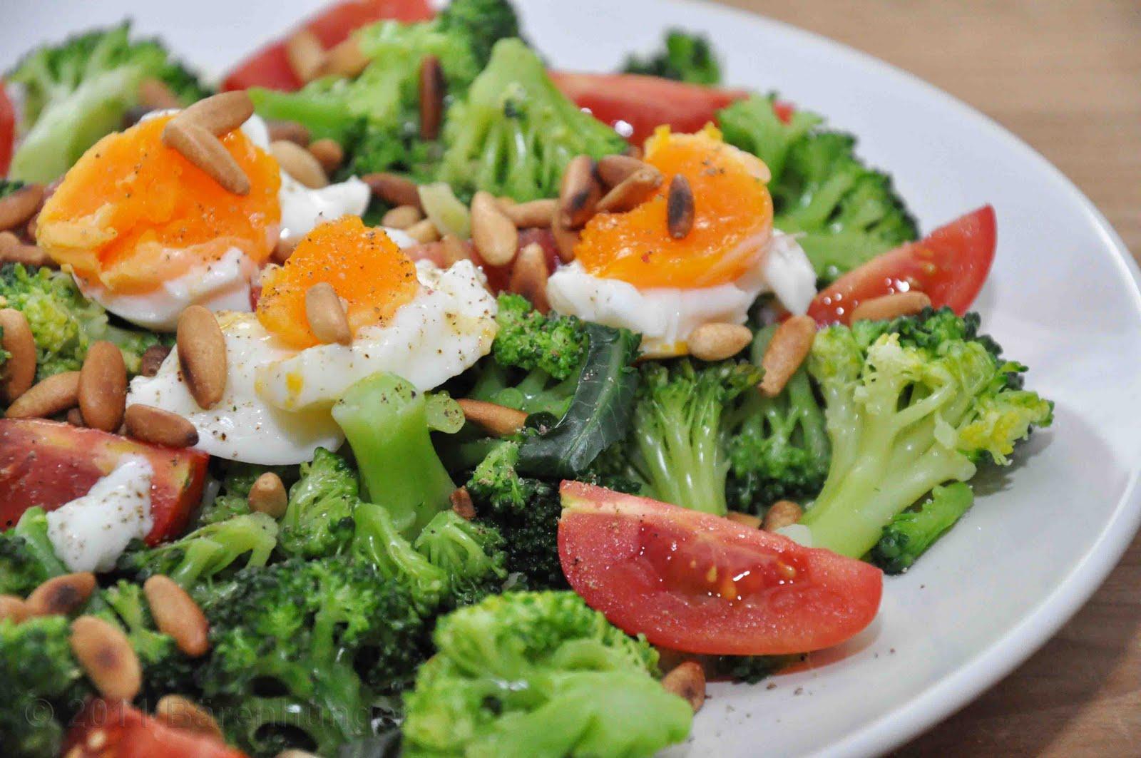 brokkoli salat mit pinienkernen b renhunger. Black Bedroom Furniture Sets. Home Design Ideas