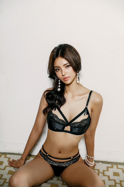 Korean Model Sunny in Lingerie Set August 2017
