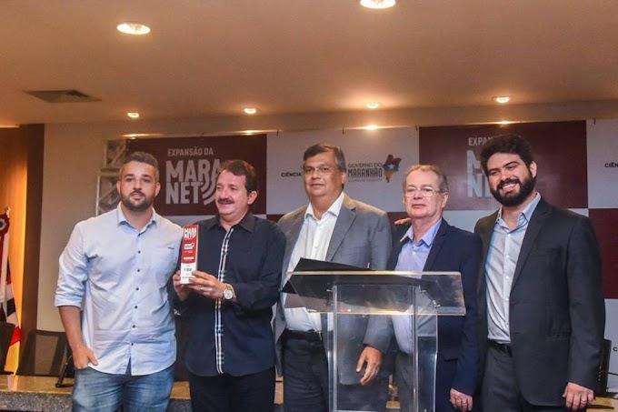 Levi Pontes e governador Flávio Dino entregam internet gratuita para prefeito de Chapadinha