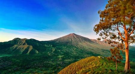 Menyaksikan Keindahan Gunung Rinjani Dari Jauh