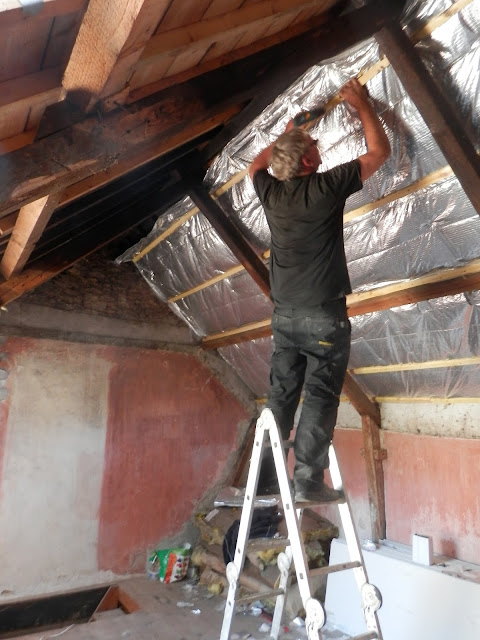 Insulating a vaulted ceiling