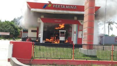 Pemotor Tolak Mematikan Mesin Saat Isi Bensin, SPBU Dilalap Api