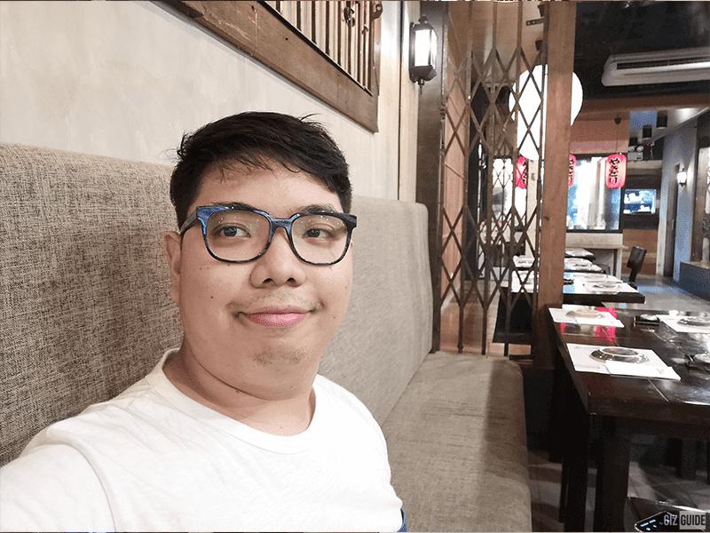 Nova 4 indoor selfie