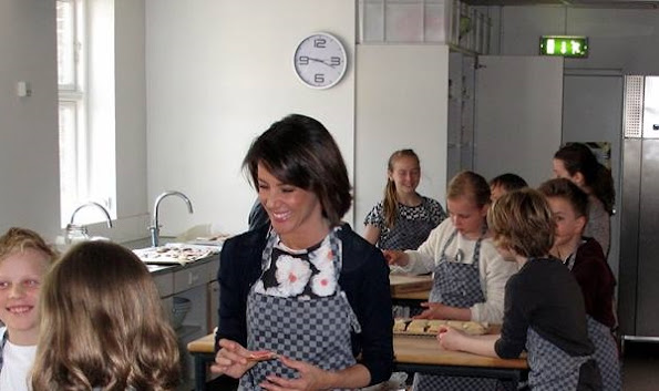 Princess Marie as Patron of DanChurchAid participated in a baking event with school children. The proceeds of the event and similar ones will go to the DanChurchAid