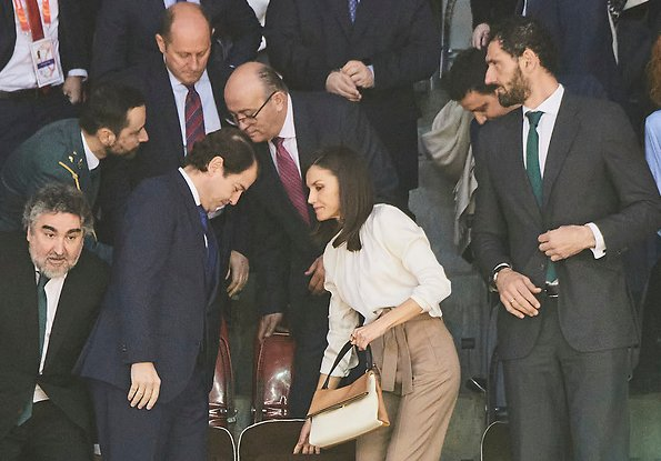Queen Letizia wore Hugo Boss Banora2 silk blouse, Camel block heel pumps, carries Carolina Herrera Authentic handbag