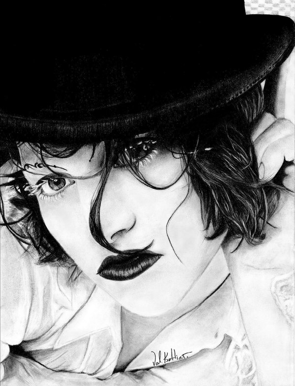 02-Amanda-Palmer-Valerie-Kotliar-Celebrities-and-Unknown-Immortalised-in-Realistic-Drawings-www-designstack-co