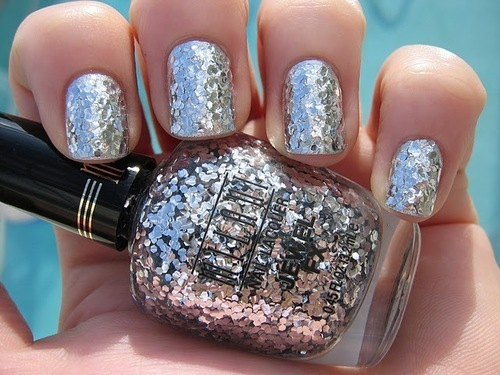 DIY: How to Apply Glitter Polish The Right Way?