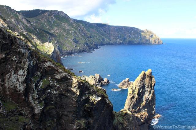 cabo-ortegal-acantilados-camino-del-mar-a-coruna-womantosantiago