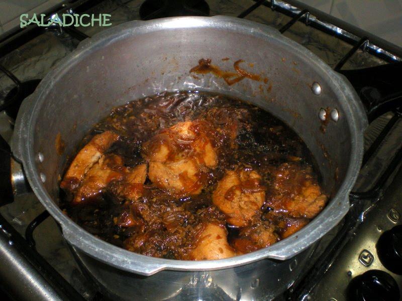 saladiche bifes de frango acebolados ao molho soyu na press195o