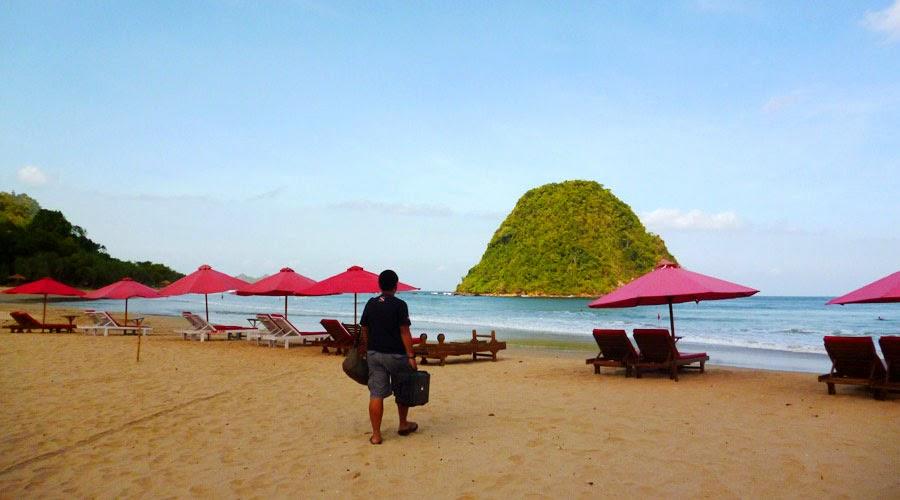 Foto Pantai Pulau Merah