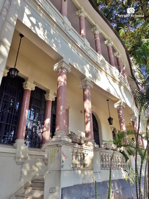 Vista da fachada frontal da ETEC Carlos de Campos - Brás - São Paulo
