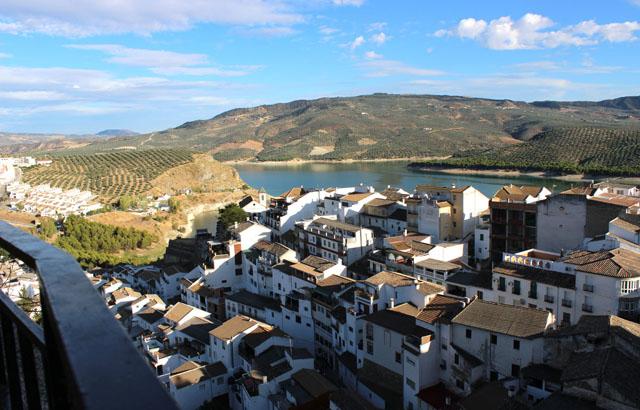 Mirador a Iznájar y al 'lago de Andalucía', junto al Patio de las comedias