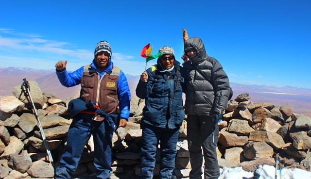 En la cima del volcán Uturuncu, con Macario y David