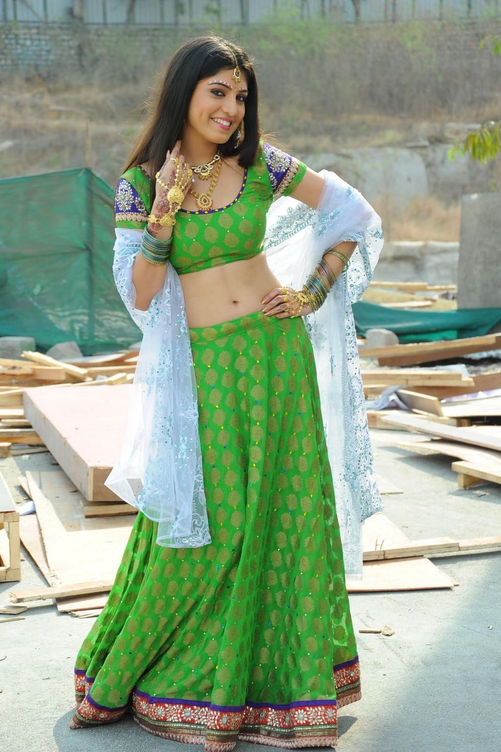 Actress sexy hd images: Riya sen sexy hd images