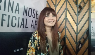 Bersin Sambil Bernyanyi, Rina Nose Dihujat Netizen