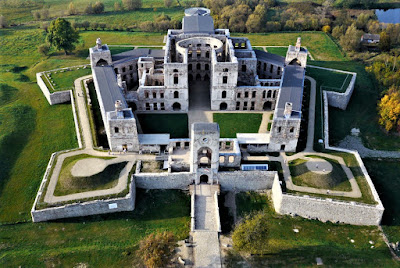 Zamek Krzyżtopór w Ujeździe - fot https://krzyztopor.org.pl