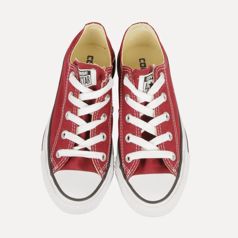 La scarpa è in classica tela e gomma. La Converse All Stars Ox è un mito  dei miti da avere al piede 67991c2b181