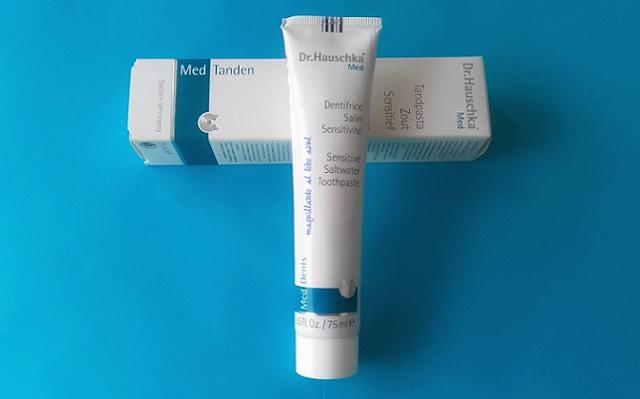 Pasta de dientes natural de Dr. Hauschka Med para dientes sensibles