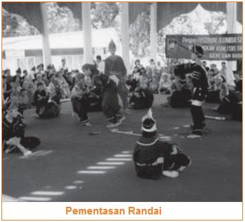 Pementasan Randai - Contoh Jenis-Jenis Teater Tradisional di Indonesia